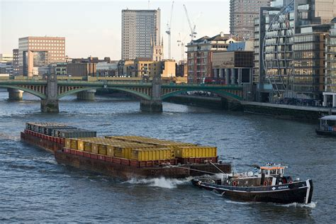 thames river france barge wikipedia