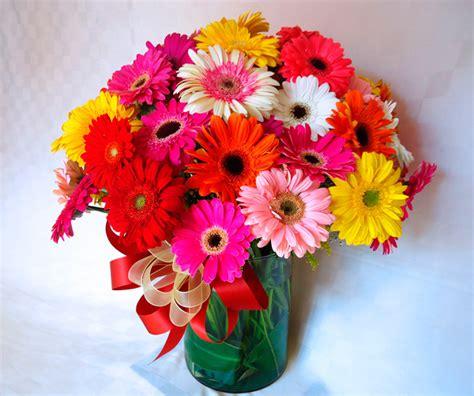 arreglos florales en floreros de vidrio env 237 a arreglo de arreglo floral con gerberas en base de