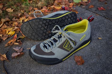 best bike touring shoes platform pedals for bike touring and bikepacking