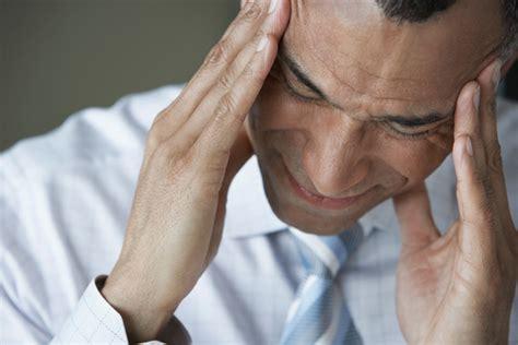 mal di testa sangue dal naso ipertensione i 10 sintomi pi 249 comuni foto medicinalive