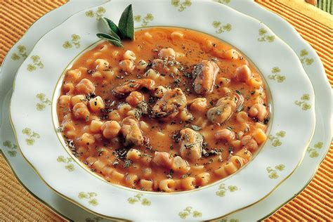 cucinare pasta e ceci ricetta pasta e ceci con le cozze la cucina italiana