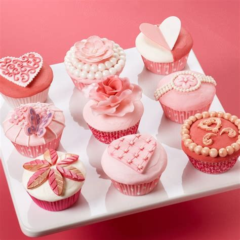 valentines day cupcake give your sweetheart a box of beautifully decorated