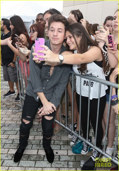 charlie puth and girlfriend charlie puth cantante p 225 gina 2