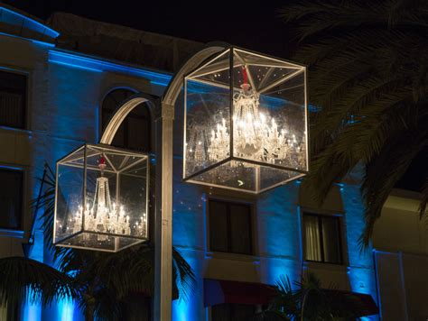 Beverly Hills To Light 16 Crystal Chandeliers High Above Rodeo Drive Lights
