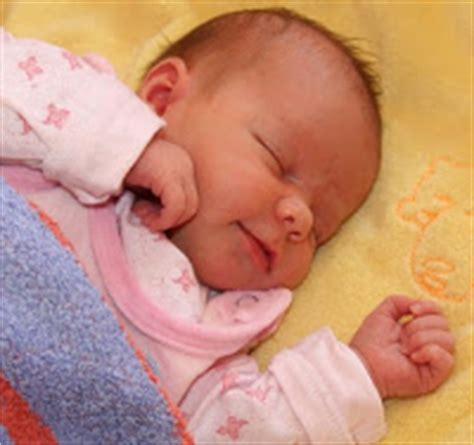 baby 3 monate schlafen mein baby l 228 sst sich nicht ablegen und wacht st 228 ndig auf