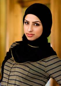 Be a pretty hijabi woman with hijab fashion outfits