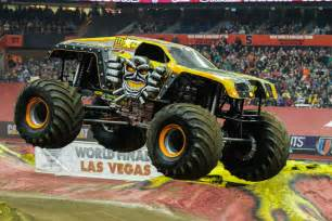 grave digger amp max victorious syracuse monster jam