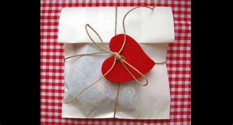 cara bungkus kado bentuk hati 13 cara membungkus kado dengan ide berbagai bentuk dan bahan