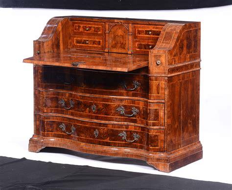scrivania luigi xiv ribalta luigi xiv interamente lastronata in noce e radica