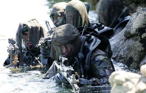 Teropong 40 X 70 Army 45 best images about commando marine on vests soldiers and