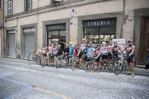 libreria etruria viterbo il giro d italia in 80 librerie 232 approdato a tuscania e