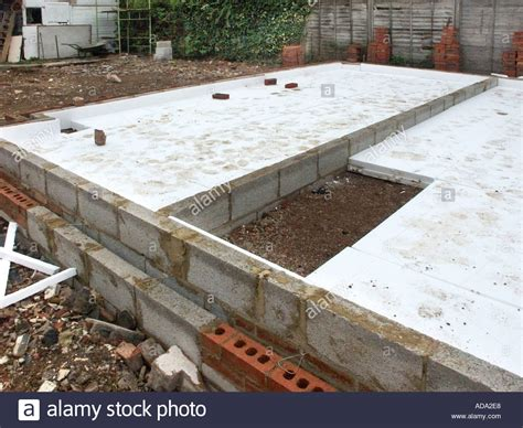 expanded polystyrene slabs as heat insulation to ground