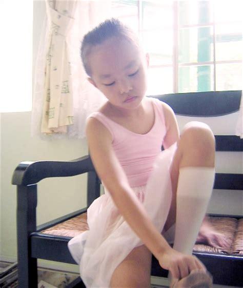 little legs ru little girl spread legs sex porn images