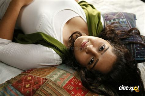 film india lawas hot sanusha in zachariayude garbhinikal 8