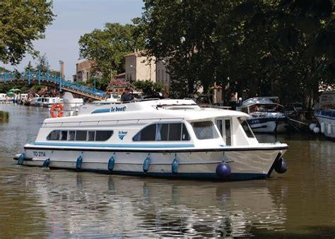 narrowboat hire river thames boat hire river thames wey thames wey narrowboat cruiser
