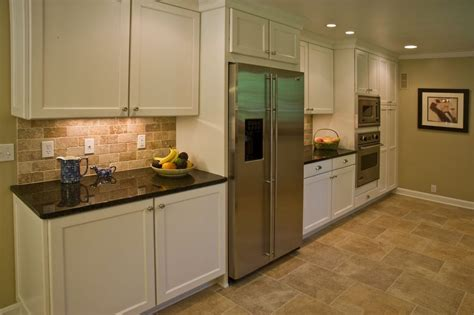 Backsplash In Kitchens by Brick Backsplash In The Kitchen Presented With Soft Colors