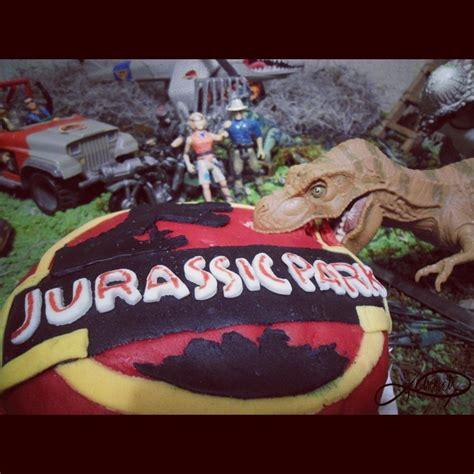 Jurassic Park Cake Decorations by Jurassic Park Cake Via Lorsa Dinosaurs