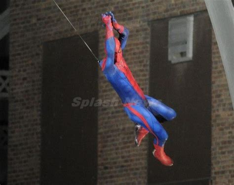 amazing spider man swinging spider man swinging on set mega gallery nerd reactor