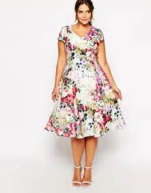 20 plus size floral dresses that scream spring