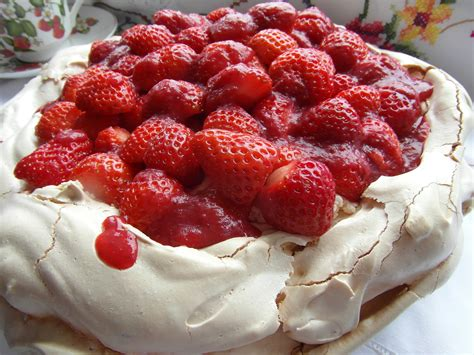 Pavlova For Pavlova by Strawberry Pavlova Recipe Dishmaps