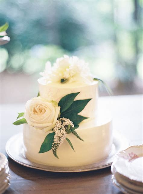 Best 25  Wedding Cake Fresh Flowers ideas on Pinterest