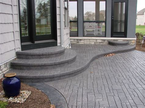 idea  rounded stairs coming   patio