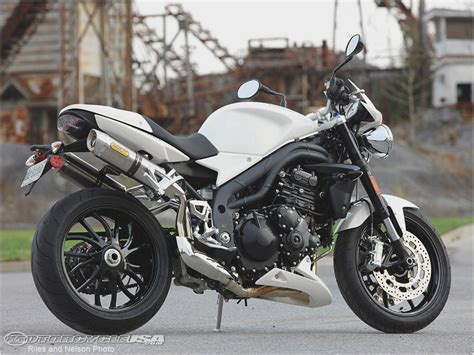 2012 Triumph Speed Triple motorcycle review @ Top Speed