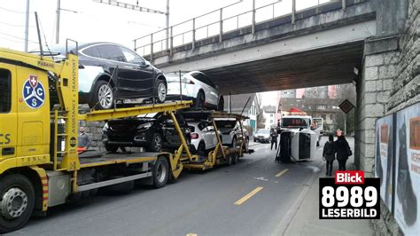 Tesla Transporter Tesla Delivery Truck With Model Xs Narrowly Misses Getting