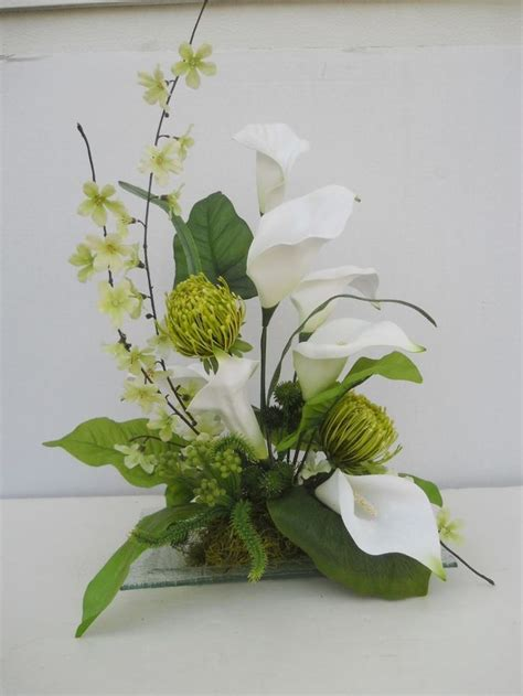 table arrangement 25 best ideas about calla centerpieces on
