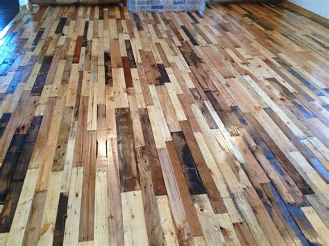 15 Stunning Pallet Wood Floor Arrangement You Can Try!