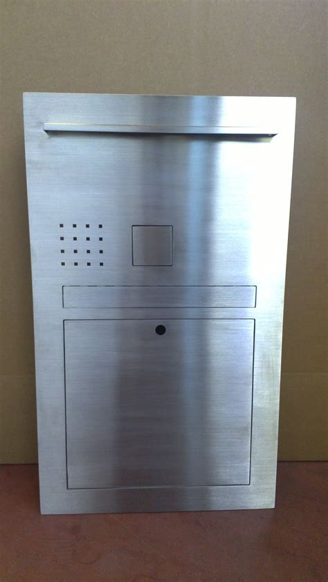 cassetta postale inox realizzazione arredamento su misura in acciaio inox