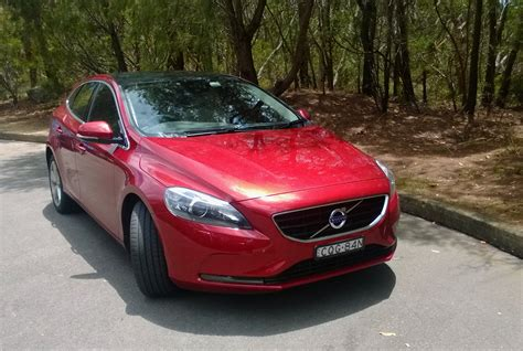 red volvo red volvo v40 pictures to pin on pinterest pinsdaddy