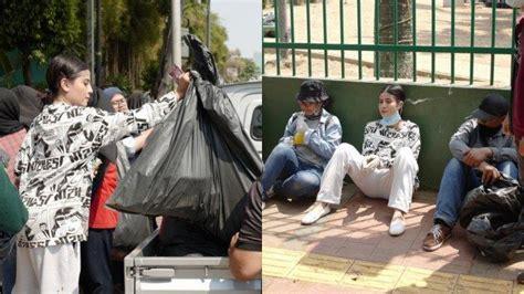 selebgram awkarin punguti sampah demo  sekitar dpr ri teman duet young lex banjir pujian