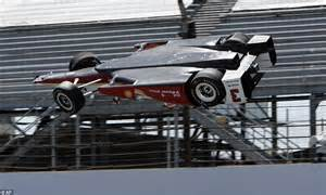 indy car crash indycar s hinchcliffe in intensive care after slamming into wall daily mail