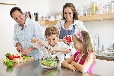 cocin con tips para cocinar con tus hijos estas vacaciones de forma