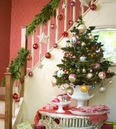 Christmas Decorating Ideas For Banisters Decoraciones Navide 241 As 2011 2012 Ideas 3 Decorahoy