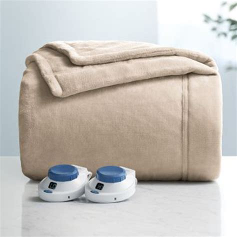 Sleeping With Electric Blanket by 12 Best Heated Throw Blankets For 2017 Plush Electric