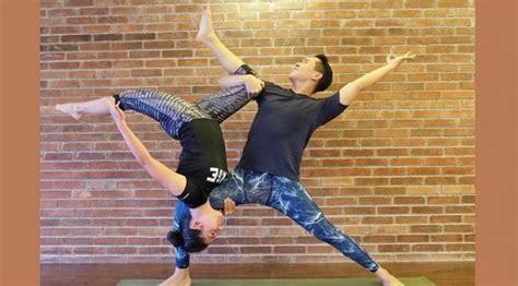 tutorial yoga sendiri foto foto pevita pearce ini bikin fans ngilu showbiz