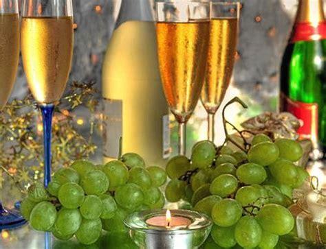 imagenes de uvas de año nuevo por qu 233 los espa 241 oles comemos uvas en nochevieja