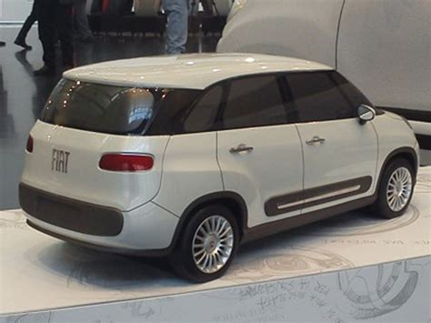 Fiat 500 Xl 7 Seater Fiat 500l Successor 500xl Seven Seater Images Leaked