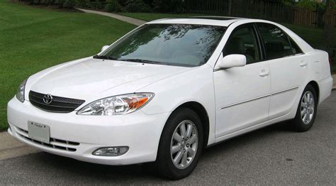 What Is A Toyota Camry File 2002 2004 Toyota Camry 2 Jpg Wikimedia Commons