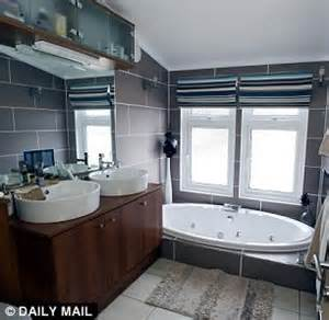 Master Suite Bathroom Ideas by Britain S Most Expensive Caravan Which At 163 550 000