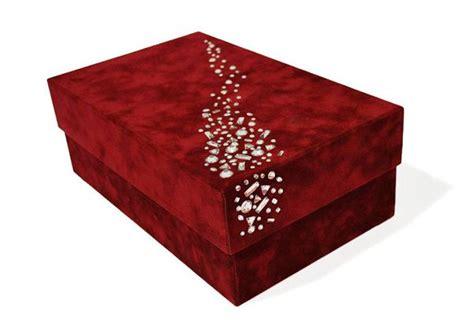 como decorar ina caja haz tu propia caja de regalo con cristales strass