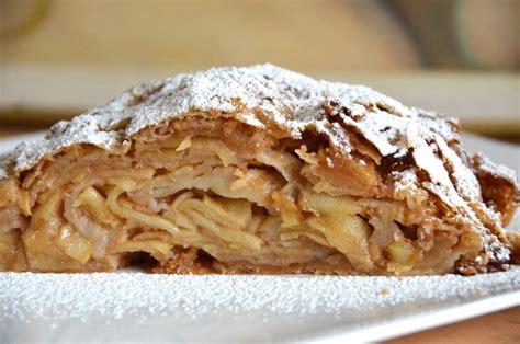 apple strudel pizza for breakfast austrian apfelstrudel apple strudel