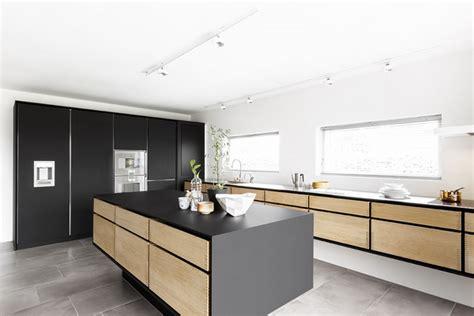 Modern oak kitchen designs ? trendy wood finish in the kitchen
