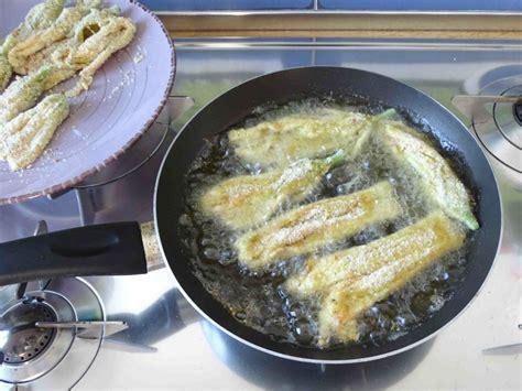 friggere fiori di zucca fiori di zucca impanati ricetta fiori di zucca fritti il