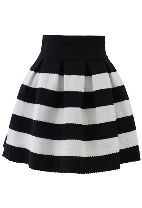 Black And White Line Skirt contrast strips a line skirt retro and unique fashion