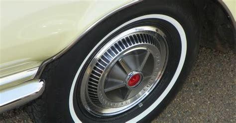 decor mural metal 1962 1962 thunderbird hardtop hubcap on a general white wall