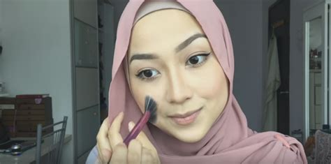 tutorial makeup prilly tutorial cara make up hijab simple dan cantik untuk sehari