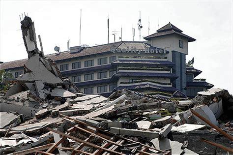 earthquake java today earthquake rocks indonesia s java island boston com
